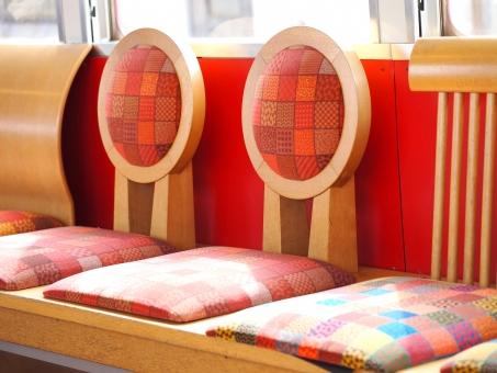 おもちゃ電車 おもでん おも電 和歌山 和歌山県 和歌山電鐵 貴志川線 貴志 貴志川 伊太祈曽 かわいい シート 座席 椅子 車内 電車 列車 陽だまり 日だまり 車窓 旅行 旅 走行中 背もたれ 赤