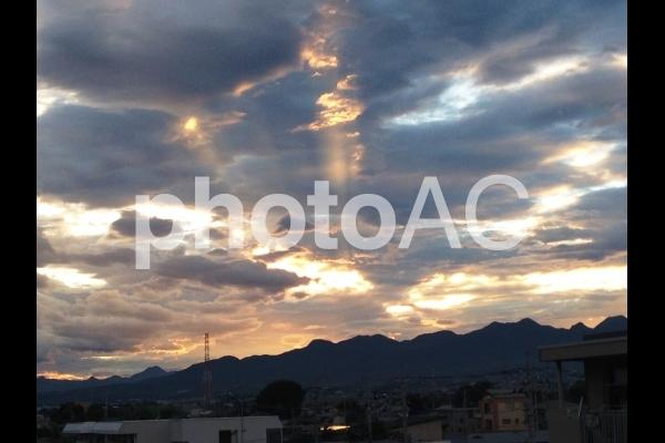 山並み 太陽 光の写真