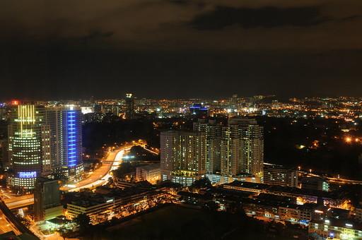 外国 東南アジア マレーシア マレー半島 クアラルンプール 首都 世界都市 KL 観光地 観光 名所 建物 歴史 ビル 高層ビル ネオン 電気 イルミネーション 夜景 光 夜 夜空 道路 室外 屋外 景観