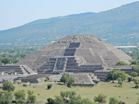 ピラミッド メキシコ ティオティワカン 歴史 緑 山 建物
