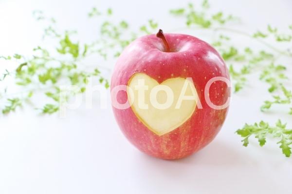 りんごとハートの写真
