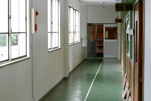 建物 小学校 学校 廊下 校舎 教室 児童 生徒 窓 扉 ドア