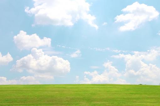 丘の上の雲の写真