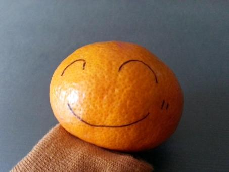 スマイル えがお 笑 笑い ミカン みかん 手書き 似顔絵 ほっこり 幸せ にっこり すまいる ワライ 楽しい 和やか なごやか 平和 オレンジ 顔 かお カオ にっこり 果物 食べ物 やさしい かわいい カワイイ kawaii SMILE