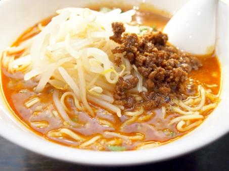 中華 中華料理 麺 麺料理 ラーメン 担々麺 辛い 料理 おいしい もやし モヤシ 挽肉 ひき肉 挽き肉 ラー油 タンタン麺 担担麺 たんたんめん タンタンメン 激辛 味噌 みそ スープ レンゲ ランチ 辛い料理 こってり