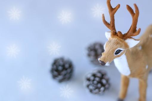 クリスマス 冬 トナカイ コピースペース 雪 結晶 松ぼっくり 季節 Christmas Xmas オーナメント クリスマスオーナメント 動物