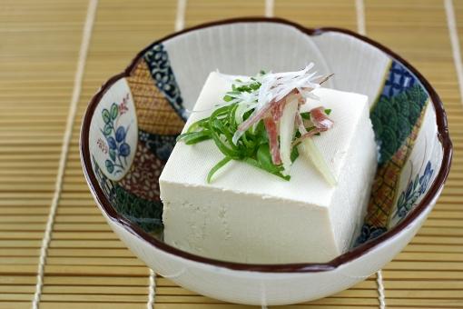 食べ物 食物 食材 料理 調理 おかず 献立 豆腐 とうふ 冷奴 冷やっこ 冷や奴 豆 大豆 夏 ヘルシー 健康 栄養 ダイエット 蛋白質 たんぱく質 ねぎ みょうが 薬味 和食 日本食 美容