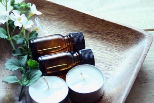 ボトル エッセンシャルオイル アロマセラピー アロマテラピー ろうそく ローソク リラックス アロマ 白い花 癒し のんびり キャンドル