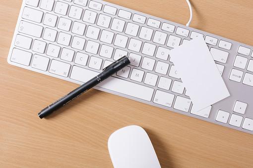 キーボード パソコン ビジネス 通信 産業 インターネット メール  周辺機器 屋内 オフィス 入力装置 家電 事務用品 デスクワーク ボタン 機械 ビジネスアイテム 文字 アルファベット 仕事 ネットワーク オンライン マウス デスク 操作 筆記用具 ペン ポールペン マジック
