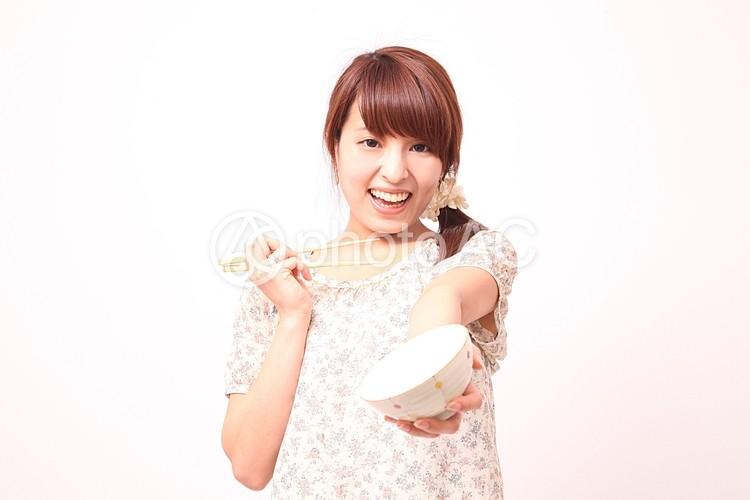 お椀と箸を持つ女性4の写真