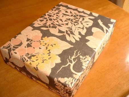 土産 おみやげ 和菓子 手土産 菓子 お取り寄せ 日本人 日本 心遣い お見舞い お祝い 記念日 お歳暮 お中元 包装紙 梱包 包装 和紙