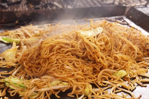 焼きそば ヤキソバ やきそば バーベキュー 鉄板 炒める bbq BBQ 料理 調理 レシピ 食材 材料 麺 作り方 量 人数 大勢 野外 アウトドア 具材 美味しい おいしい 隠し味 野菜 肉 素材 背景 背景素材 web素材