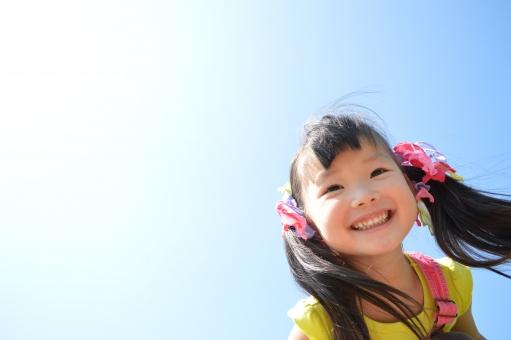 青空 子ども 女の子 笑顔 人物 mdfk023 子供 こども
