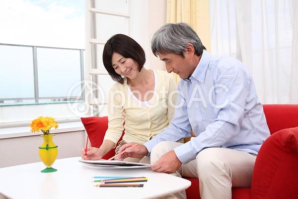 絵を描く老夫婦2の写真