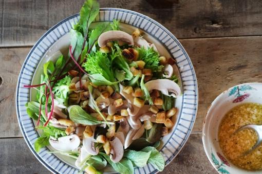 グリーンサラダ サラダ さらだ 野菜 ドレッシング やさい ベビーリーフ ルッコラ リーフレタス レタス lettuce salad homemade 料理 調理 マッシュルーム クルトン
