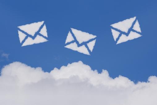 空 雲 手紙 メール eメール お手紙 便り エアメール 郵便 電子メール sns クラウドコンピューティング 青空 大空 快晴 晴天 晴れ お天気 天気 イメージ 通信 文通 バナー ビジネス アイキャッチ 青