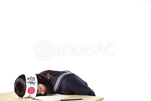 合格はちまきを巻いた女子高生46の写真