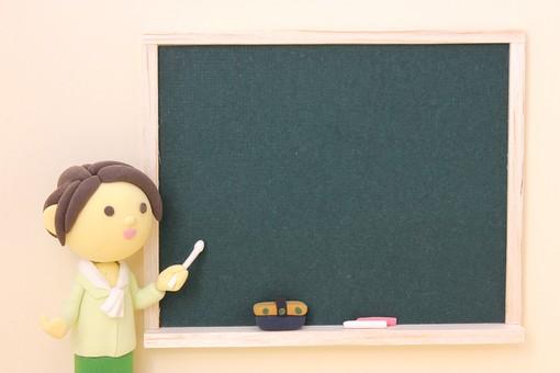 クレイ クレイアート クレイドール ねんど 粘土 クラフト 人形 アート 立体イラスト 粘土作品 人物 笑顔 かわいい 明るい 学校 先生 教師 小学校 中学校 高校 教える 指導 女性 黒板 授業