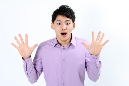 人物 生物 人間 男性 若い 青年 アジア アジア人 日本 日本人 ポーズ モデル カジュアル ラフ バストアップ 上半身 ボディランゲージ 示す 伝える 意志 コミュニケーション 手 ハンドサイン 驚く 両手 びっくり mdjm002