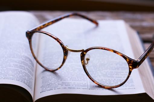 めがね 眼鏡 辞書 英語 勉強 休憩