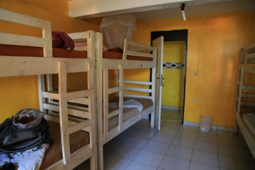ドミトリー ホテル バックパック バックパッカー 旅 安宿 宿 共同 部屋 ベッド 二段ベッド 生活 集団 建物 外国 シェア シェアハウス 旅行 海外 貧乏