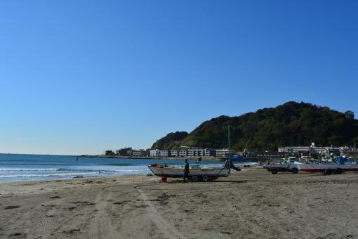 船 小型船 漁 青 海 鎌倉 由比ヶ浜 砂 砂浜 青 青空 晴天