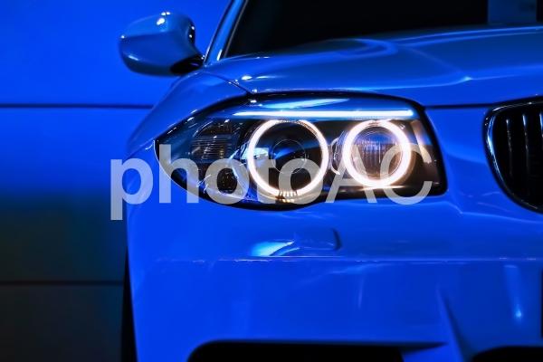 車のヘッドライト・丸目の写真