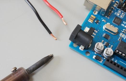 半田 半田ゴテ 電子部品 リード線 電線 線材 基盤 はんだ 電気 電子 基板 エレキ 機械 部品 エレクトロニクス メカトロニクス センサー マイクロチップ はんだごて 工作 製作 パソコン 電気回路 コンデンサ 抵抗 オーム 電流 電圧 電池 エネルギー 半導体 コンピューター pc
