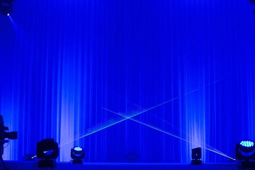 ライトアップ 電気 ライト 電光 レーザー 光 レーザービーム 舞台照明 ステージ 演出 青 白 ステージライト エンターテイメント スポットライト ライティングシステム DJ 音楽 ディスコ 照明機器 ライブ Live ショー イベント