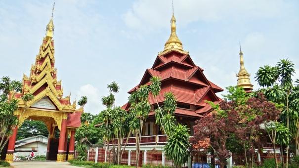 ミャンマー タチレク タイ メーサイ 国境 寺院