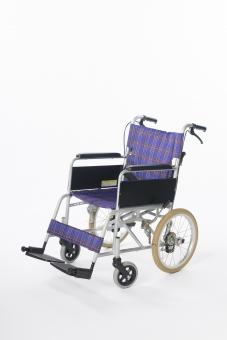 車椅子 車いす 車イス 白バック 白背景 全体  タイヤ 椅子 車輪 取手 一台  青 介護 不自由 医療 療養 医療器 障害 移動 福祉 用品  病院 ホスピタル 介助 手動