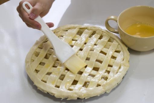 食べ物 スィーツ スイーツ 手作り お菓子 お菓子作り 綿棒 パイ生地 りんご リンゴ 手 はけ