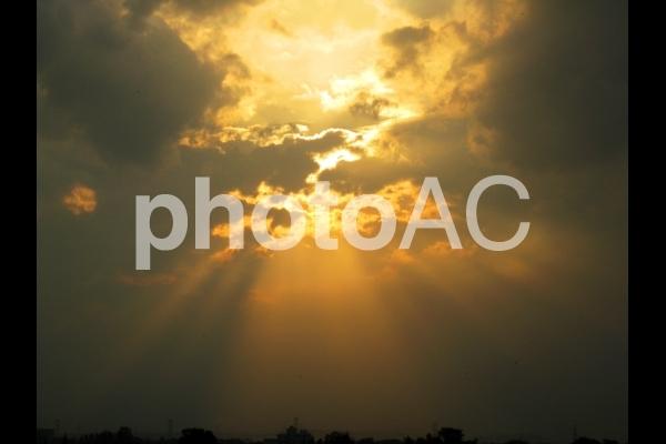 雲間からの光の写真
