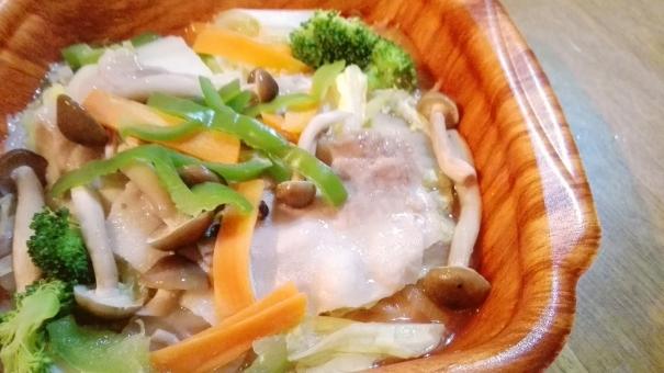 食事 料理 レンジ 電子レンジ クッキング 野菜 白菜 フード 食べ物 にんじん 人参 肉 肉料理 バラ肉 日本 おうちごはん ごはん 食卓 ランチ 夕食 昼食 かんたん 簡単 出来合い お弁当 おかず 弁当