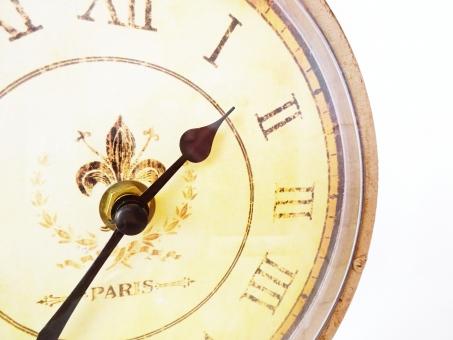 時計 置時計 腕時計 文字盤 時間 数字 長針 短針 針 過去 未来 出来事 文字 掛け時計 イメージ ギリシャ ローマ 刻む 時刻 計る アナログ デジタル 電気 ぜんまい パリ アンティーク 風 電波 チクタク 羅針盤