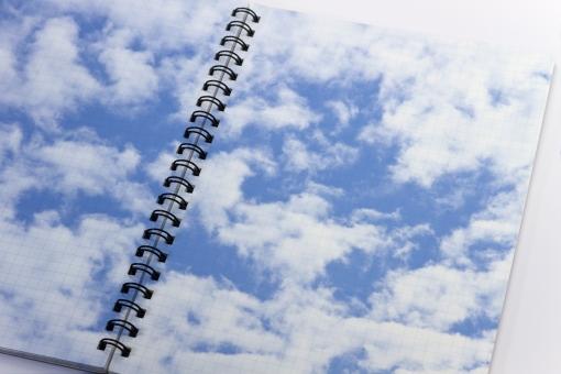 帳面 文具 文房具 メモ メモ帳 空 雲 イメージ 空想 希望 学生 未来 背景 テクスチャ 小物 雑貨 エコ 環境