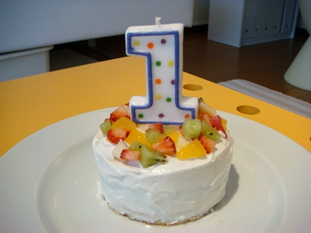 1歳 一歳 1才 誕生日 ケーキ バースデーケーキ ポップ かわいい 可愛い スイーツ 1st ファースト ファーストバースデー パーティデコレーション デコレーション いちご キウイ 桃 ヨーグルト キャンドル パーティ 子ども ベビー 赤ちゃん キッズ