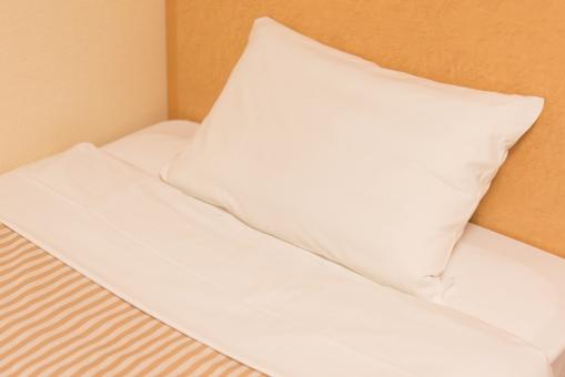 シングルベッド ベット 枕 メイキング 宿泊 ホテル ビジネス 出張 旅行 コスト 内線 眠る 寝室 夢 回復 体力 ツアー 部屋 カーテン 安眠 スリープ シーツ