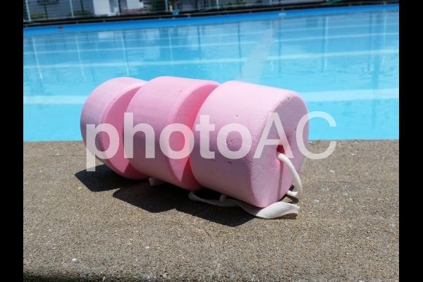 ピンクのうきわの写真