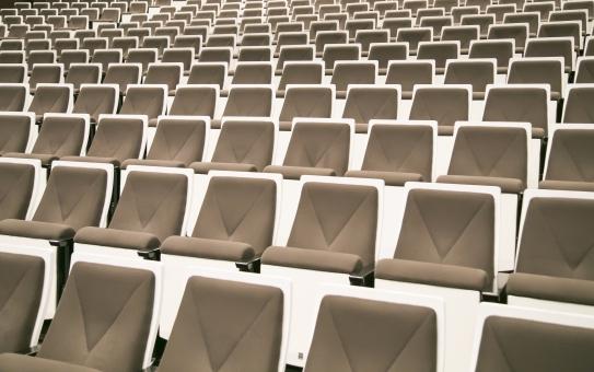 観客席 椅子 イス 観客 ステージ 舞台 会場 見る 聞く 聴衆 座る コンサート ホール 列 劇場 演劇 芝居 室内 席 屋内 施設