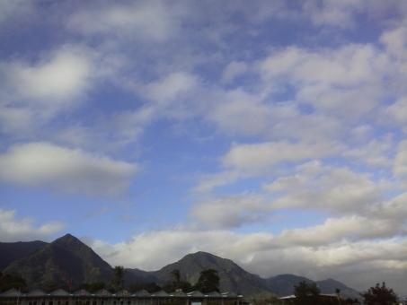 山脈 山 雲 空 台東 青 晴れ 青空 自然 雄大 広い 風景 景色 緑 木 青空