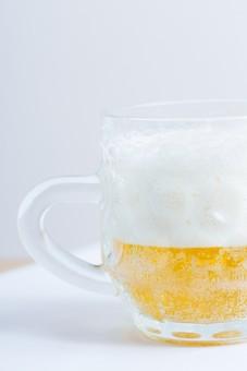 ビール ビア 発泡酒 麦芽酒 麦酒 グラス 食器 ガラス ガラス製品 キッチン 器 テーブルウエアー コップ イメージ ドリンク 飲み物 アルコール お酒 酒 リカー 飲料 飲酒 白バック 白背景 スタジオ撮影