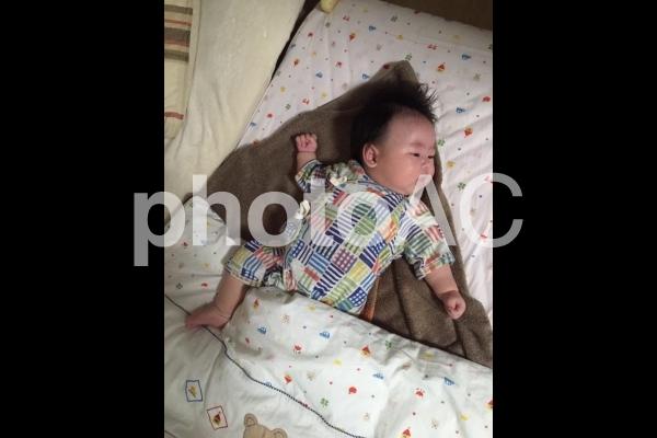 赤ちゃんの寝相 1の写真