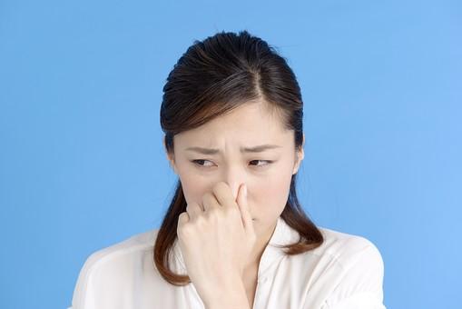 鼻 つまむ 臭い