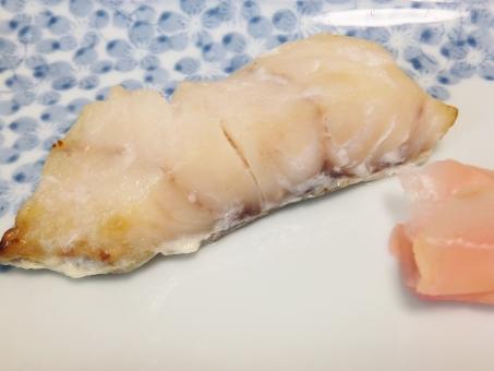 白身魚 焼き魚 魚の切り身 粕漬け さわら 鰆 サワラ ショウガ しょうが 魚料理 魚介類 和食 定食 食事 日本食 和食器 ヘルシー 健康的 お皿 ディッシュ カルシウム 栄養