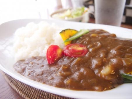 カレー 野菜カレー ベジタブルカレー ランチ カレーライス ライス おいしい ごはん メニュー レシピ 辛い 野菜 トマト