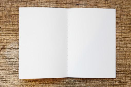 ノート 自由帳 手帳 学習帳 メモ帳 白紙 スペース フリースペース 空白 余白 無地 ページ 紙 ペーパー 見開き 開く めくる オープン 白 ホワイト 小物 雑貨 文房具 文具 筆記用具 ステーショナリー 背景 机 デスク 学習机 勉強机 テーブル 家具 ナチュラル