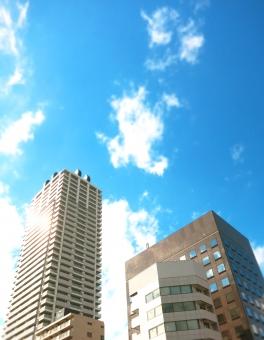 ビルディング タワー マンション 都会 都市 東京 高層 オフィス 住宅 ホテル 16 アーバン 未来 先進 ハイ 空 青 快晴 窓 雲 輝 躍進 若 発達 発展 tokyo 建築 進歩 ビジネス 背景