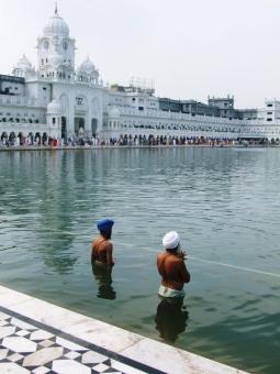 ゴールデンテンプル インド アムリトサル アムリトツァル シク教 シク教徒 沐浴 ターバン 宗教 アジア 南アジア