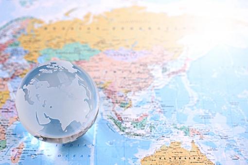 世界地図と地球の写真